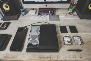 Rozmontowana obudowa na komputer