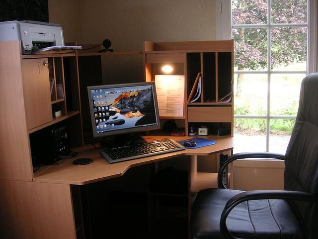 Komputer stacjonarny w domu