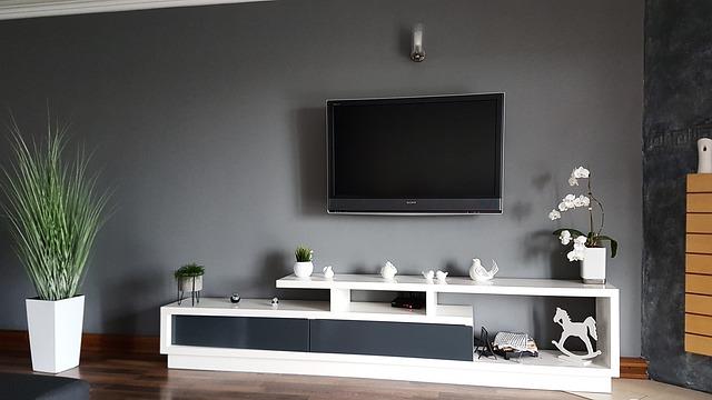 Telewizor na ścianie
